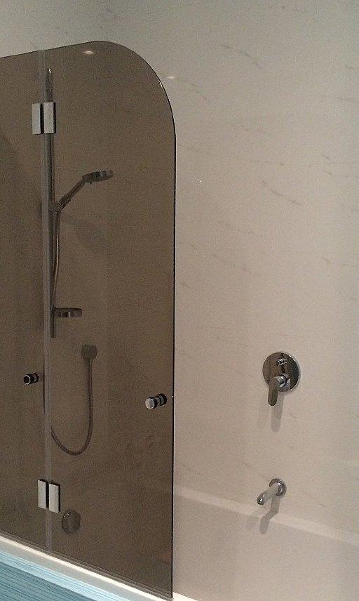 Стеклянные шторки на ванну FARFALLA от PS