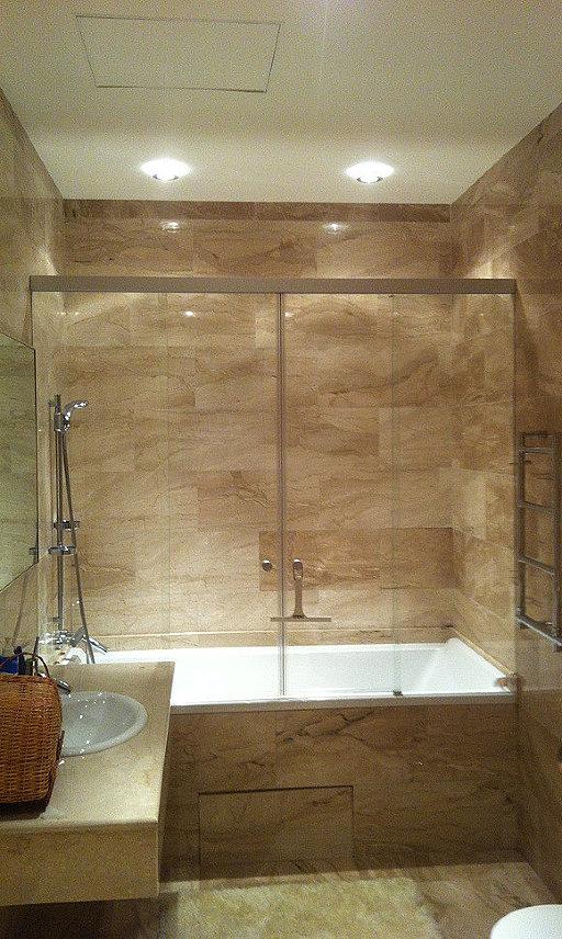 Раздвижная стеклянная перегородка для ванны TANZA от SPRINZ