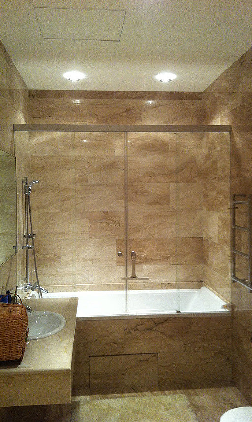Раздвижная стеклянная шторка на ванну TANZA от SPRINZ