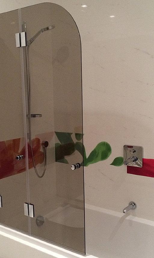 Складная стеклянная шторка для ванны Farfalla от PS
