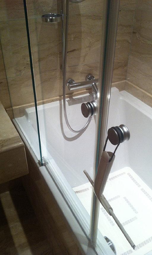 Шторка для ванны стеклянная раздвижная